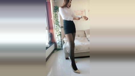 老婆的穿衣展示: 高跟鞋+包臀裙+丝袜+白衬衫