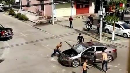 如此猖狂? 海南一轿车大白天被4个男子当街打砸!