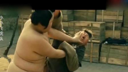 日本小鬼子用小孩俘虏来练相扑, 小孩的一招猴子摘桃, 看着都疼