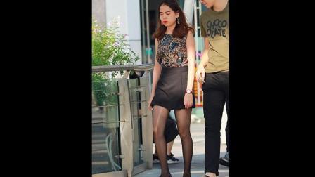 街拍: 穿着拉了丝黑色丝袜就出街了, 倒是别有一番韵味!