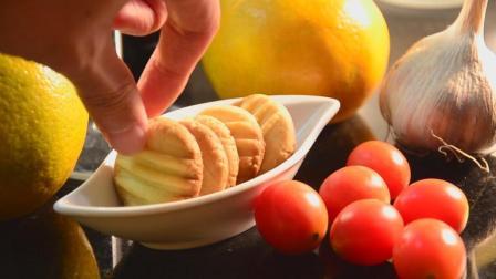 清爽柠檬饼干, 柠檬的鲜香配上饼干的酥脆, 一口咬下幸福感爆棚!