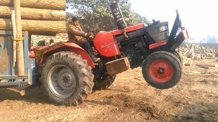 印度惊险拖拉机: 不仅装得多, 关键车头还爱翘