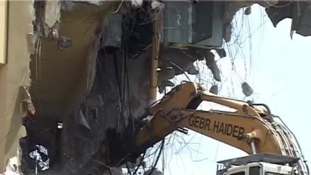 挖掘机破碎锤拆楼, 技术不够不要紧, 逃跑跳车够迅速才是关键!