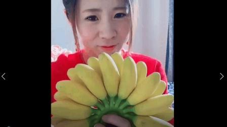 美食小吃货;超迷你的帝王香蕉, 除了比较贵和甜也没别的啊, 还是吃芝麻香蕉吧