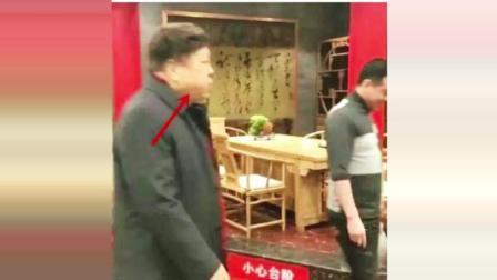 赵忠祥饭店庆76岁大寿 体态发福兴致高