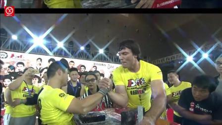 世界掰手腕冠军一人挑战中国10大高手, 超强臂力叹为观止