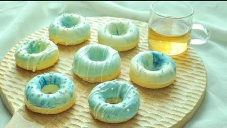 甜甜圈海绵小蛋糕, 制作简单, 成品香软, 非常适合小朋友们吃的!