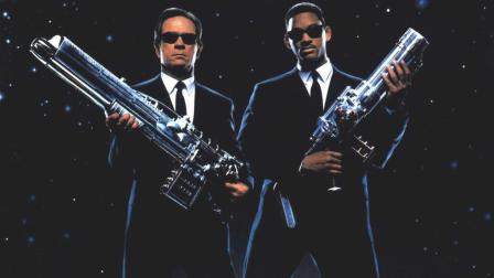 《黑衣人3》汤米·李·琼斯、威尔·史密斯环形摩托拉风出世