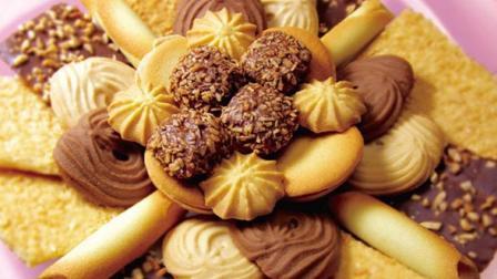 自制奶香曲奇和巧克力曲奇, 口感酥脆香甜, 有浓浓的巧克力味儿, 可口有趣!