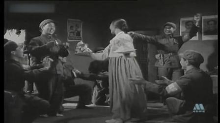 《三八线上》日本特务被逼躲进山洞!解放军为朝鲜阿母庆祝生日!