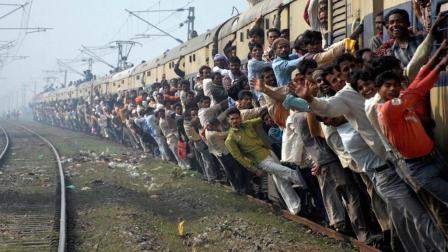 印度火车开反160公里才发现! 铁路局表示没事绝对不会撞!