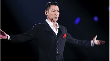 全场沸腾! 刘德华演唱会上最霸气的一首歌《中国人》, 超好听! 收藏