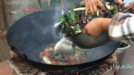 这是我见过最霸气的炒油菜, 当你看到那把锅铲, 不得不服!