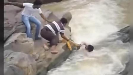 实拍印度过河, 看到这些还敢去旅游吗!