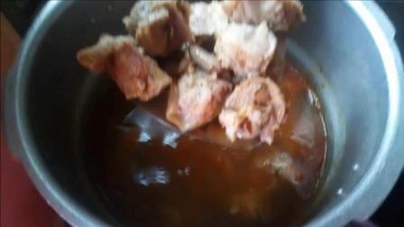 中国吃播做美食 萝卜炖羊肉的做法 小锅换大锅 大锅再换小锅 谁见过这种做法