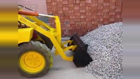 农村男子改装出最省油的铲车! 真是难得一见!
