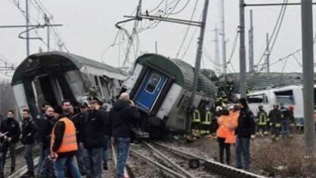 意大利列车脱轨10余人死伤