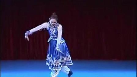 舞蹈学院美女跳《呼伦贝尔大草原》, 优美的舞姿