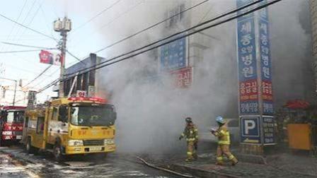 韩国医院突发火灾31死40伤