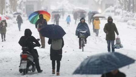 南京暴雪升级市民出行困难