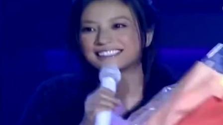 多年以后, 当赵薇再唱这首歌, 声音依旧好听!