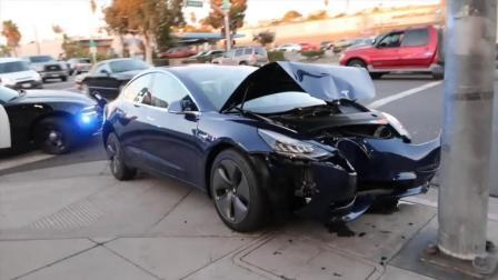 特斯拉Model 3撞灯柱, 前脸毁了但却引来大量点赞
