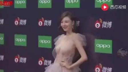 微博红人陈雅婷出席微博之夜, 一亮相记者们沸腾了!