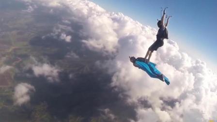 国外小伙玩跳伞, 在云霄之上纵身一跃, 摄像头拍下这震撼一幕!