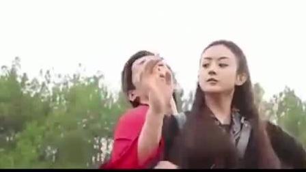 导演要求赵丽颖真打邓伦, 颖宝打完马上抱抱, 太可爱了!