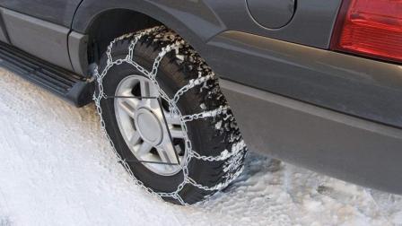 下雪天路滑, 车轮胎加个防滑链靠谱吗? 看完就清楚了, 别被坑了