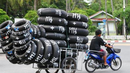 印度人把摩托车改装成货车, 网友: 能跑起来吗?