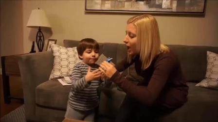 漂亮妈妈教宝宝吹口哨, 宝宝一学就会, 太聪明了