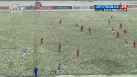这足球比赛尴尬了, 面临空场, 球场上只看到人在跑
