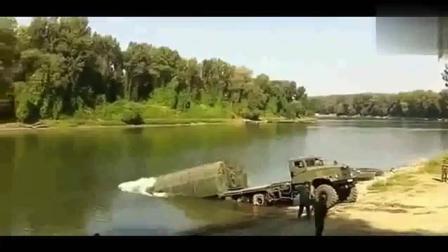一开始以为解放军军用大卡车不幸落水, 下一秒让人大开眼界