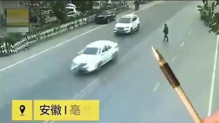 淡定的碰瓷者站在路中间! 路怒车主可不管, 加了油门直接冲过去!