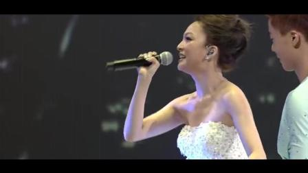 张韶涵滑冰演唱《淋雨一直走》美轮美奂厉害了