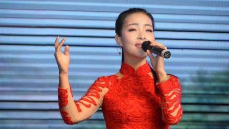 王二妮亲妹王小妮一曲《问哥哥》声音很美, 听着心里都乐了