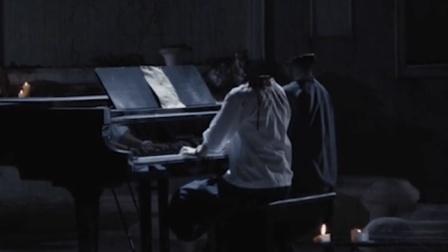 四分钟看完恐怖电影《凌晨三点半2》讲述女孩与阴魂无头修女还愿