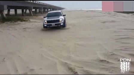 新提的福特猛禽F150开去玩沙, 一脚地板油后车主彻底歇菜了