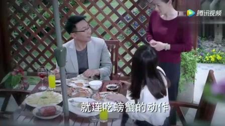 千金归来: 李沁吃大螃蟹的模样和自己亲爹很相似!