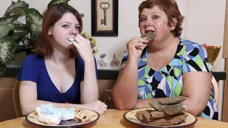印度人能啃砖头, 美国人能吃石头, 网友: 吃进肚里怎么消化的?