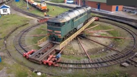 火车是怎么掉头的? 原来是靠这个机器, 解决了多年的疑惑。