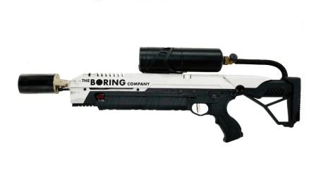 马斯克展示喷火枪, 这个超大号打火机很酷炫