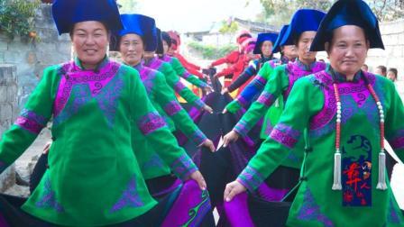 彝人视角壮观了彝族新娘走在一群盛装美女中间是这样的