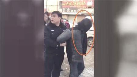 """河南""""大衣男""""抢劫金店百万黄金案两人被抓"""