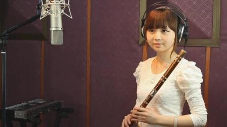 美女笛子独奏流行歌曲《荷塘月色》吹得真好听!