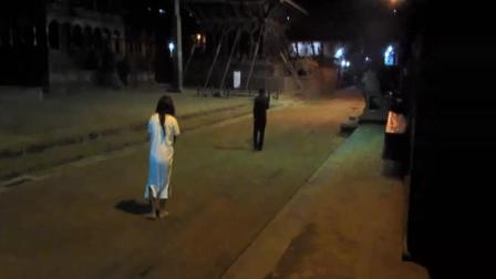 实拍印度半夜出来恶搞, 被打惨了!