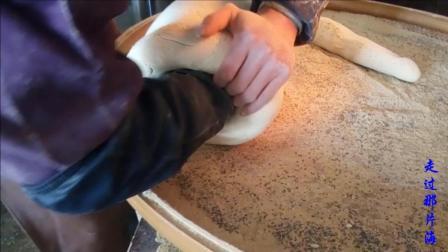 江西乡村年货 麦芽糖的制作2 灌斗出糖 加馅的麦芽糖 不同的馅子不同的价格