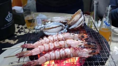 香港街头小吃美食碳烤鲜活大虾鲍鱼, 烤鲍鱼的时候让你一饱眼福