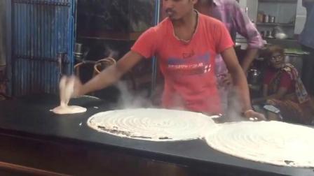 印度街头美食摊煎饼, 1份7个人吃, 这么大的煎饼还是第一次见